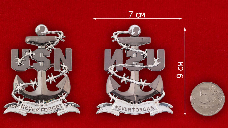 Челлендж коин Лиги семей военнопленных ВМС США - сравнительный размер