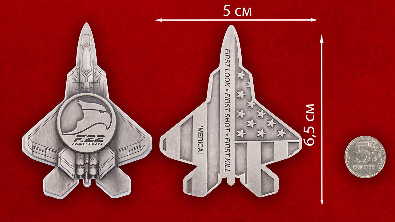 """Челлендж коин """"Многоцелевой истребитель ВВС США F-22 Raptor"""" - сравнительный размер"""