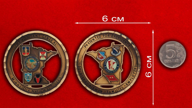Челлендж коин национальной гвардии Миннесоты - сравнительный размер