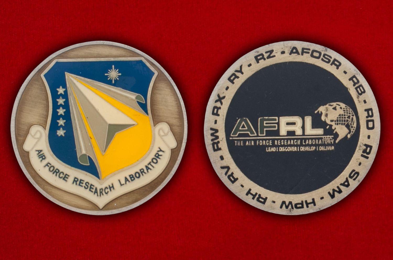 Челлендж коин Научно-исследовательской лаборатории ВВС США - аверс и реверс