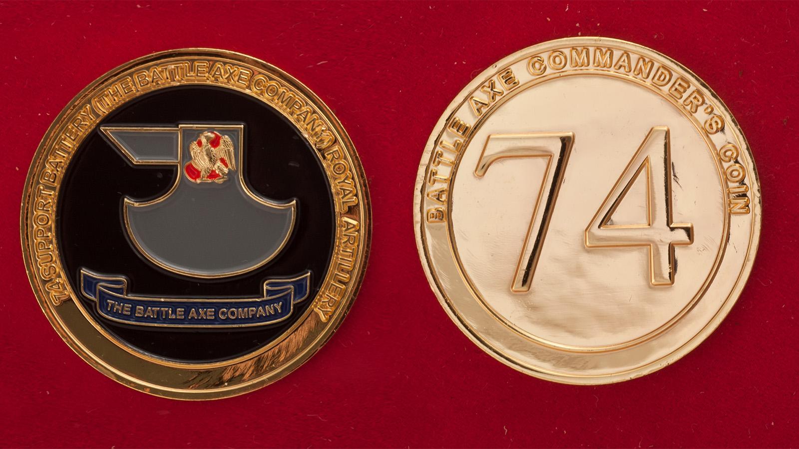 Челлендж коин офицеров 74-й артиллерийской батарии 1-й разведывательной бригады Королевской армии Великобритании - аверс и реверс