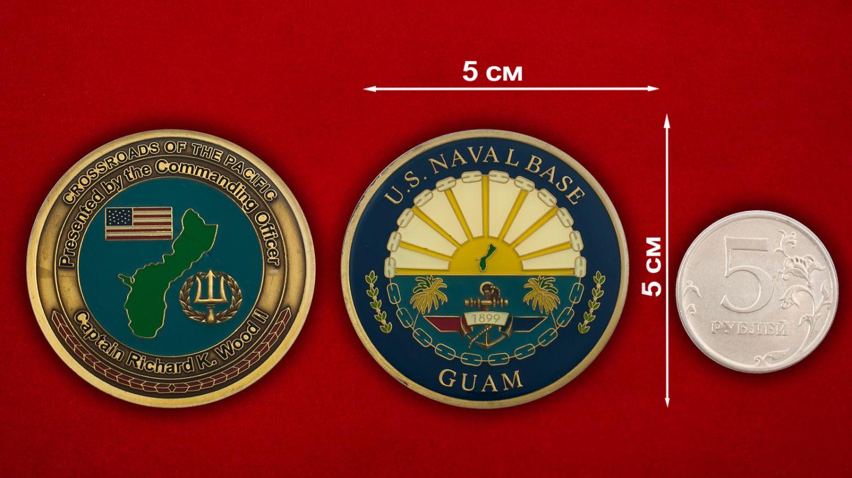 "Челлендж коин ""От  Командующего Базы ВМС США на Гуаме капитана Ричарда Вуда II"" - сравнительный размер"