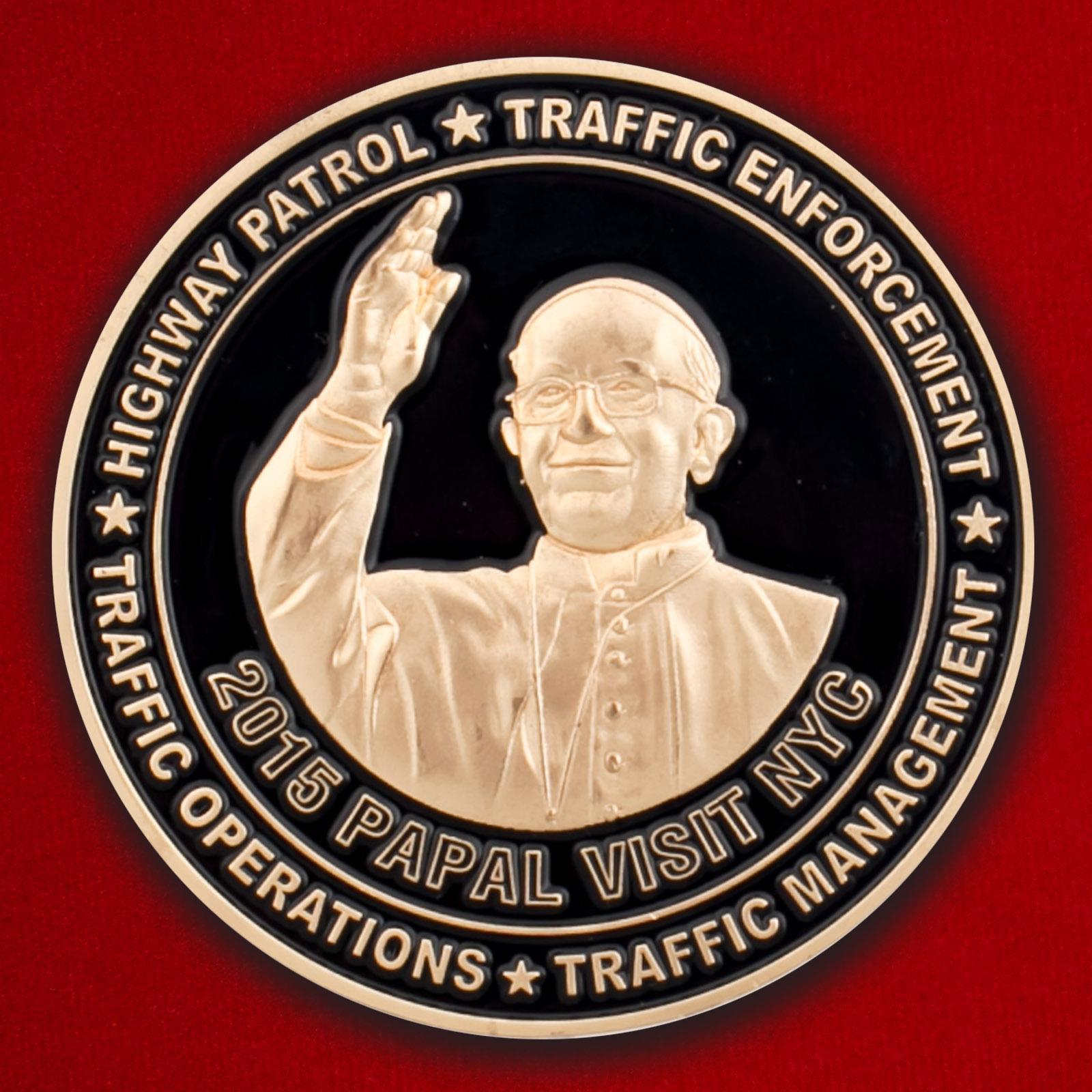 """Челлендж коин от начальника Бюро по доставке задержанных Управления полиции Нью-Йорка """"В честь визита Папы Римского в 2015 году"""""""
