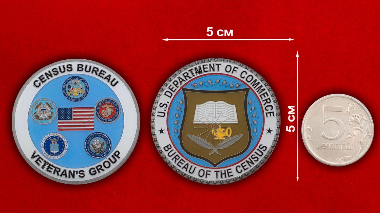 Челлендж коин Отдела ветеранов ВС Бюро переписи населения США - сравнительный размер