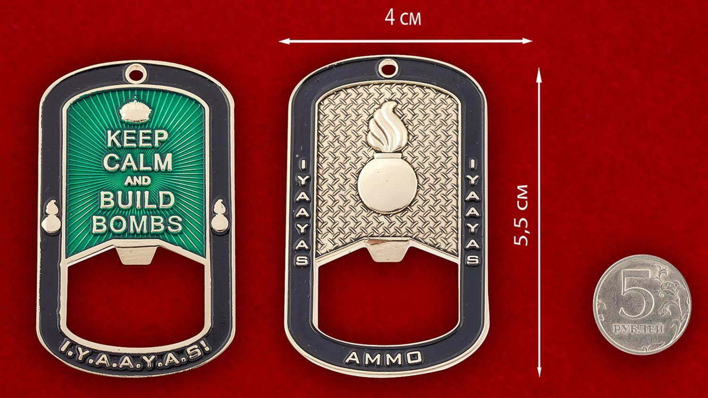 """Челлендж коин-открывашка """"Служба авиационного вооружения ВВС США"""" - сравнительный размер"""