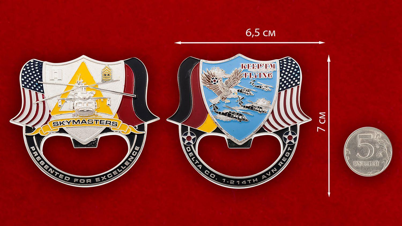 """Челлендж коин -открывалка """"1-й батальон 214-го авиационного полка армейской авиации США"""" - сравнительный размер"""