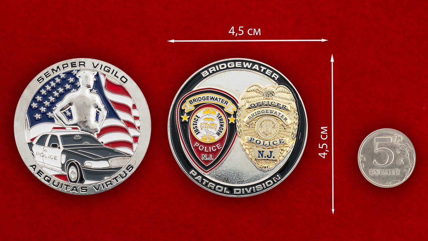 Челлендж коин патрульных подразделений полиции Бриджуотера (Миннесота) - сравнительный размер