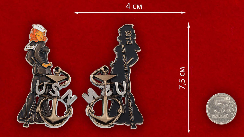 Челлендж коин подразделений минной разведки ВМС США - сравнительный размер