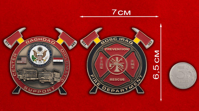 Челлендж коин Пожарной охраны Дипломатического центра Госдепартамента США в Ираке - сравнительый размер