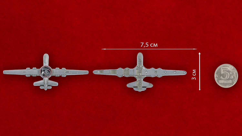 """Челлендж коин """"Разведывательно-ударный БПЛА MQ-9 Reaper ВВС США"""" - сравнительный размер"""