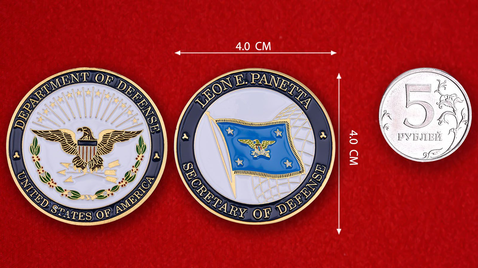 """Челлендж коин """"Секретарь Госдепартамента США Леон Панетта"""" - сравнительный размер"""