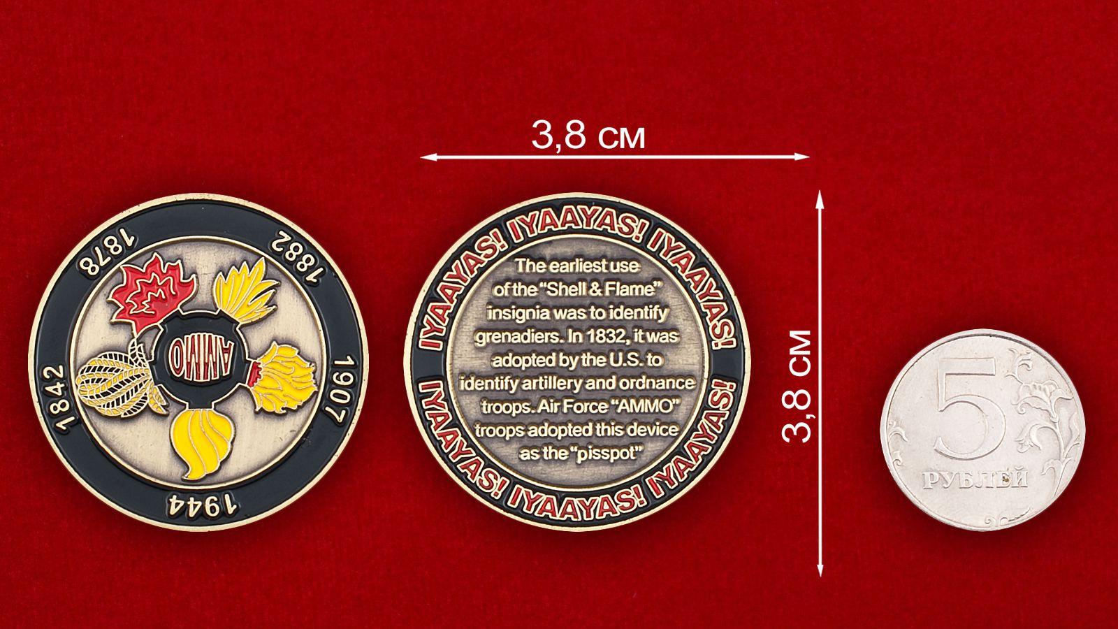 Челлендж коин Службы авиационного Вооружения ВВС США - сравнительный размер