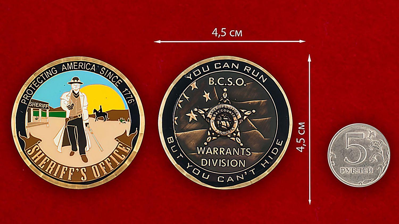 Челлендж коин Службы шерифов США - сравнительный размер