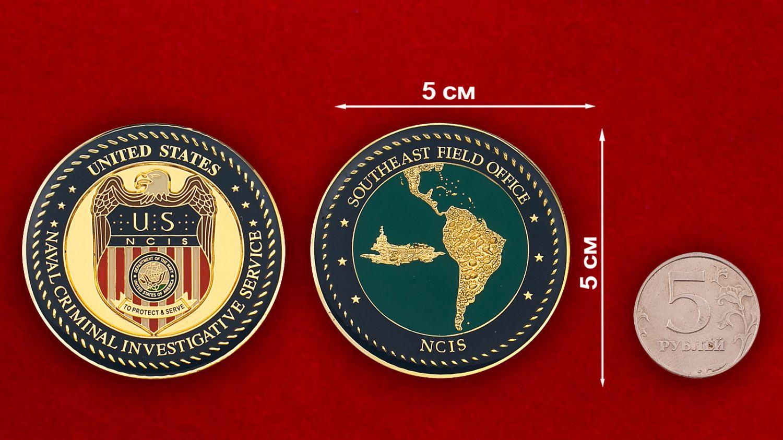 Челлендж коин Службы уголовного розыска ВМС США - сравнительный размер