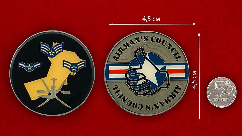 Челлендж коин Совета пилотов ВВС США - сравнительный размер