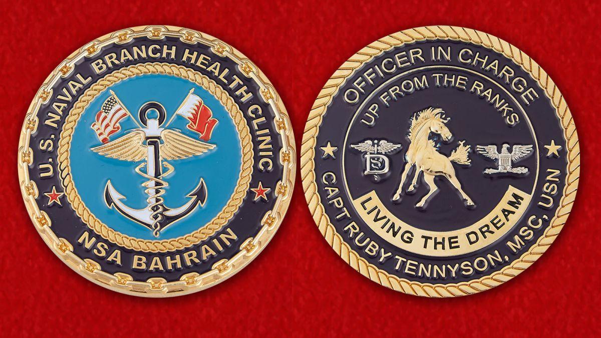 """Челлендж коин """"Специалист по работе с общественностью Отделения клиники здоровья ВМС США в Бахрейне капитан Руби Теннисон"""" - аверс и реверс"""