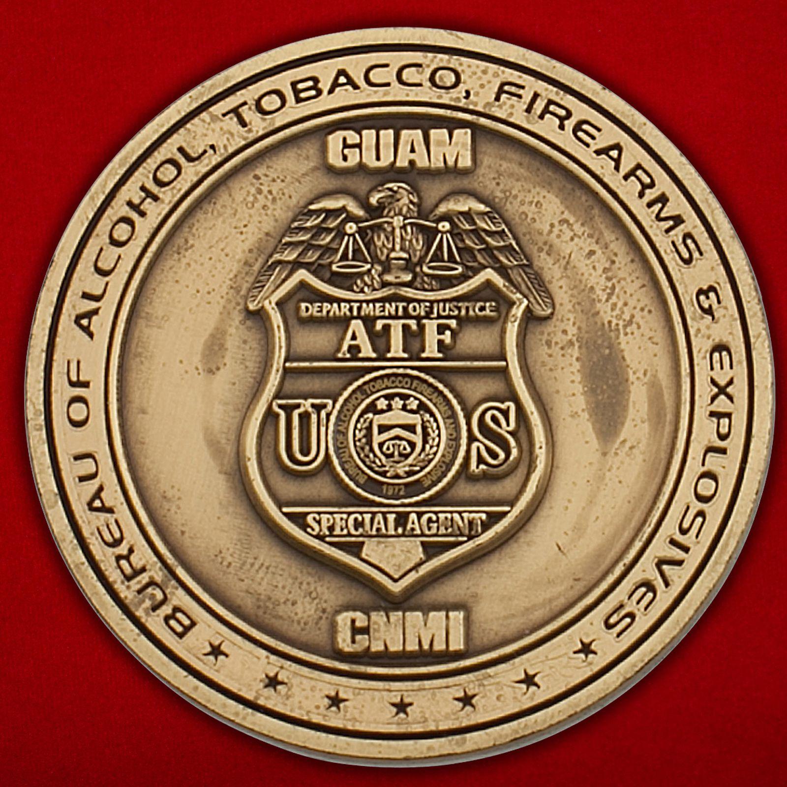 Челлендж коин специального агента Бюро алкоголя, табака, огнестрельного оружия и взрывчатых веществ Министерства Юстиции США