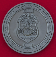 Челлендж коин специального агента на Гуаме Бюро по контролю за оборотом алкоголя, табака, огнестрельного оружия и взрывчатых веществ Министерства юстиции США