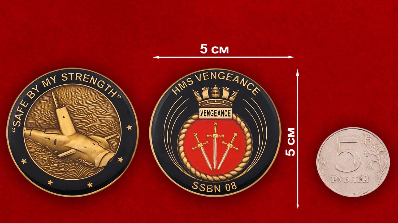 Челлендж коин субмарины «Вендженс» ВМС Великобритании - сравнительный размер