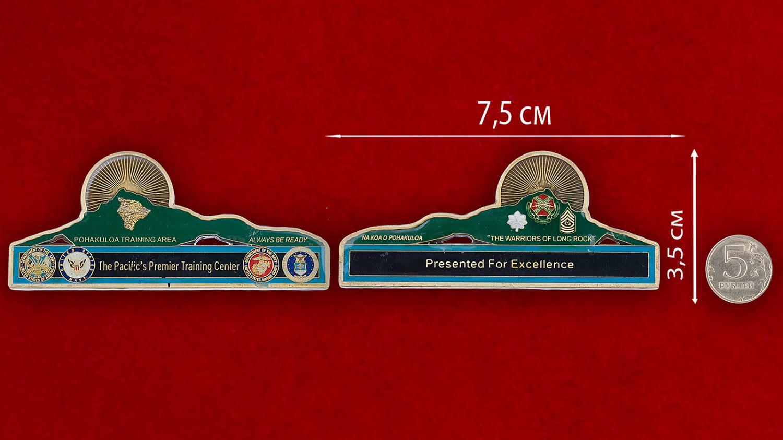 Челлендж коин Тихоокеанского Учебного центра ВМС США - сравнительный размер