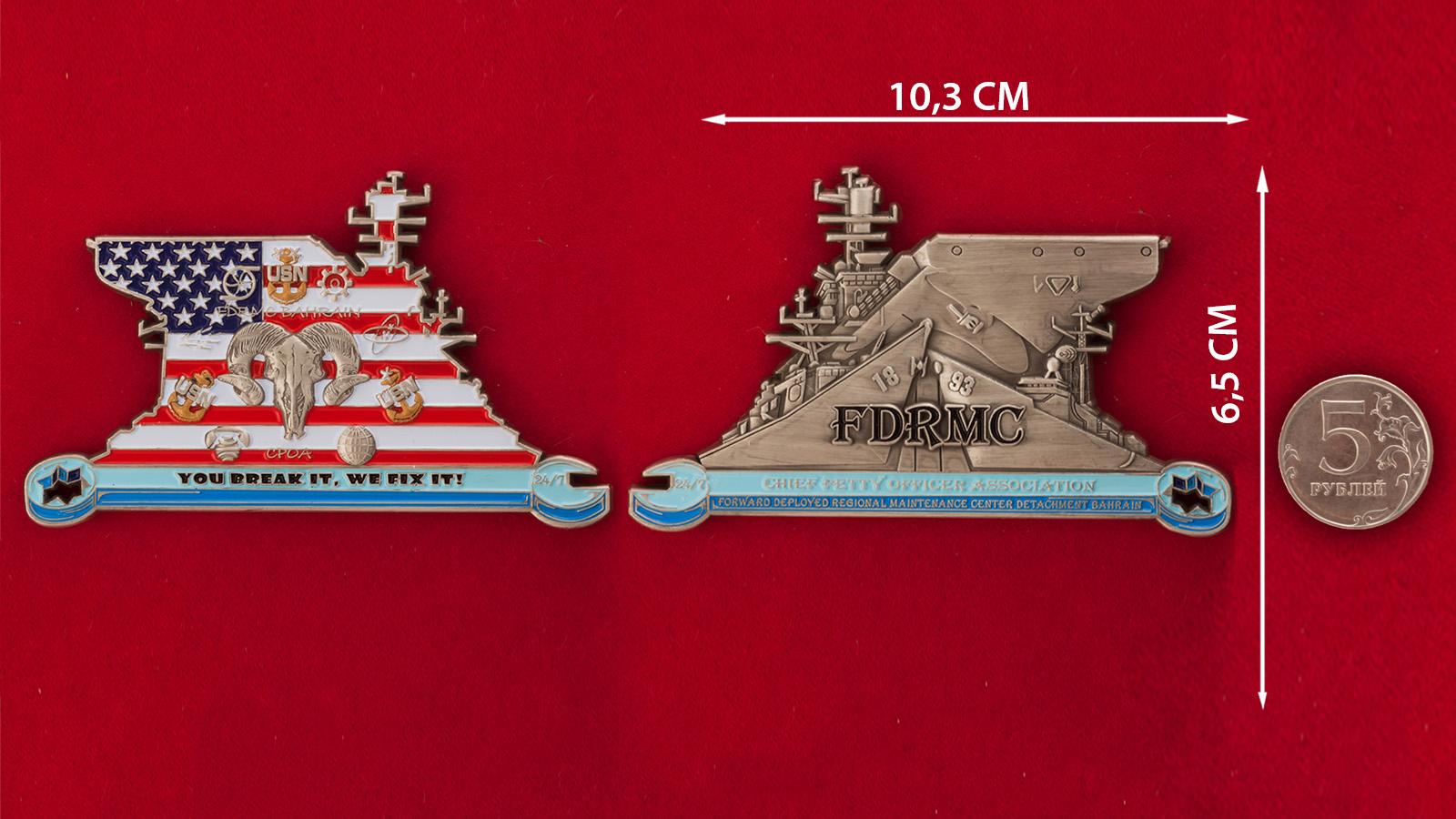 Челлендж коин Ассоциации главных старшин Технического центра базы ВМС США в Бахрейне - сравнительный размер