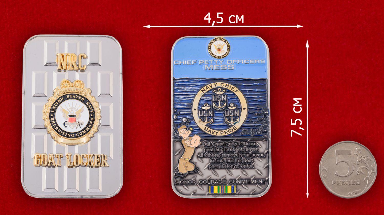 Челлендж коин Управления подбора персонала ВМС США - сравнительный размер