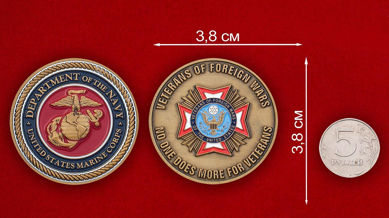 Челлендж коин ветеранов зарубежных войн Корпуса Морской пехоты США - сравнительный размер