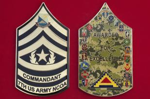 """Челлендж коин """"За отличие"""" курсантов 77-й школы сержантского состава Армии США"""