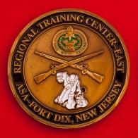 """Челлендж коин """"За отличие"""" служащих пункта обеспечения регионального учебного центра гарнизона Форт-Дикс Армии США"""