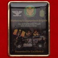"""Челлендж коин """"За отличие в службе"""" в бригаде по маркетингу и взаимодействию с общественностью Армии США, база Форт-Нокс"""