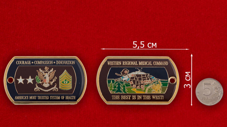 Челлендж коин Западного регионального медицинского командования ВС США - сравнительный размер