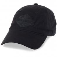 Черная байкерская бейсболка с лого.