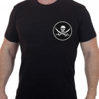 Черная байкерская футболка с вышитым черепом и саблями