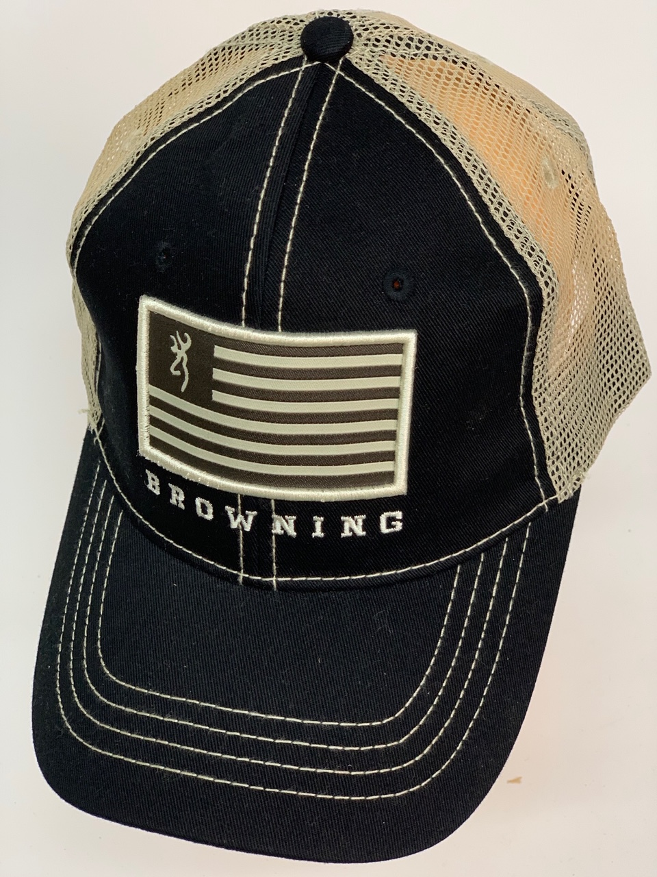 Черная бейсболка Browning с бежевым тылом и нашивкой