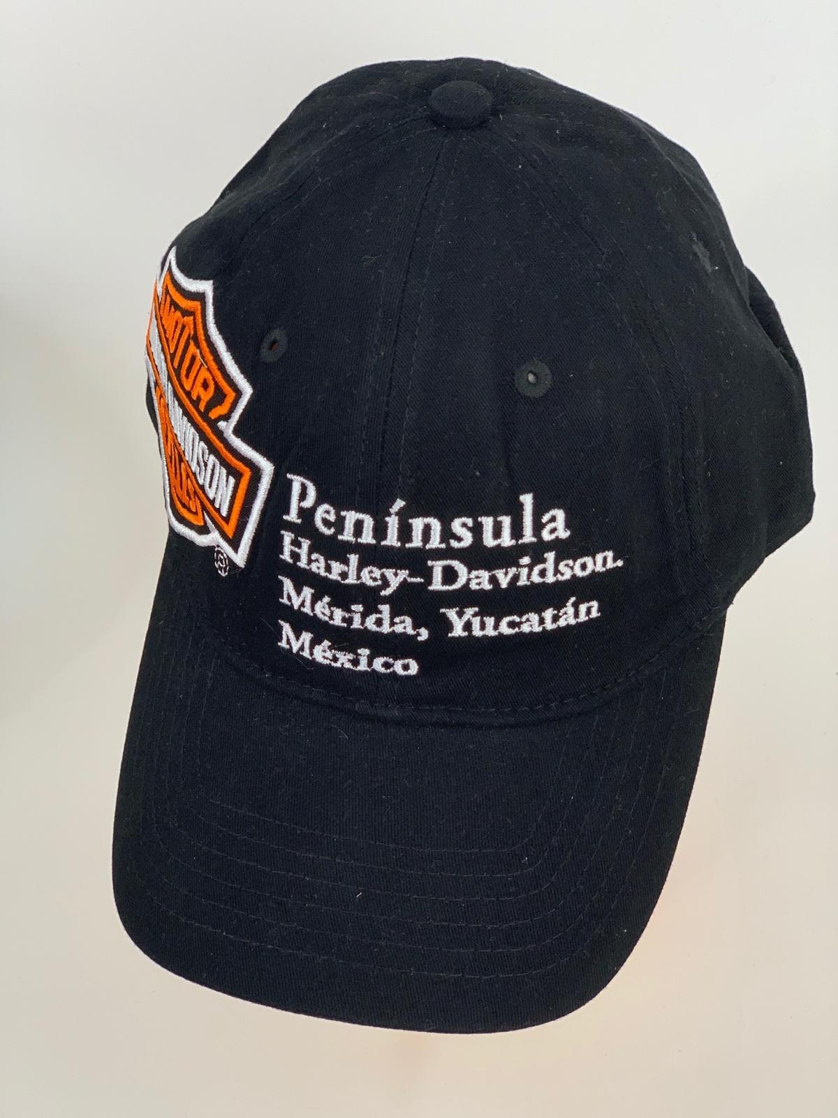 Черная бейсболка Harley-Davidson с белой и оранжевой надписью на тулье