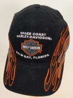 Черная бейсболка Harley-Davidson с белой надписью и языками пламени