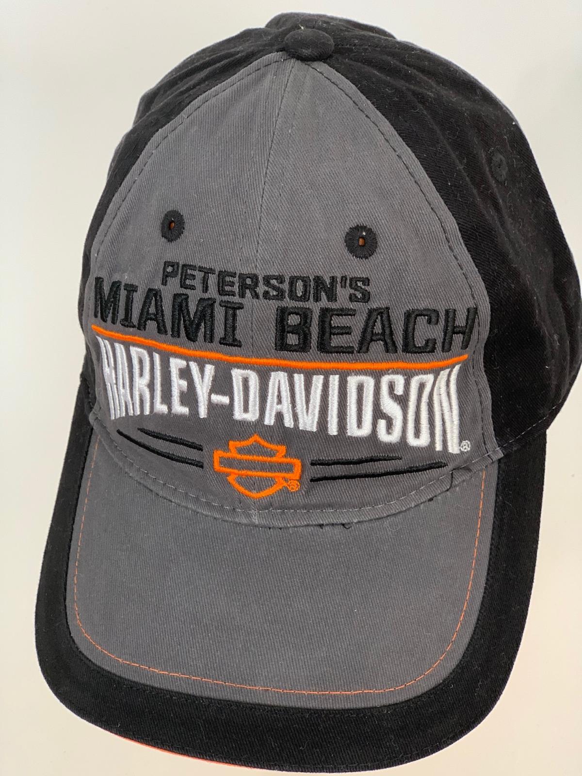 Черная бейсболка Harley-Davidson с серой вставкой на тулье и козырьке и вышивкой