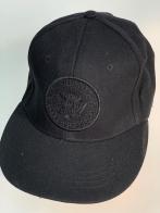 Черная бейсболка с логотипом группы Ramones