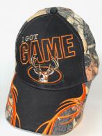 Черная бейсболка с оранжевой вышивкой и камуфляжными вставками