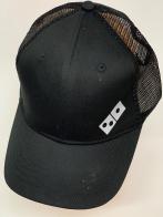 Черная бейсболка с сеткой и принтом домино