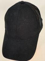 Черная бейсболка с тканевой вентилируемой сеткой