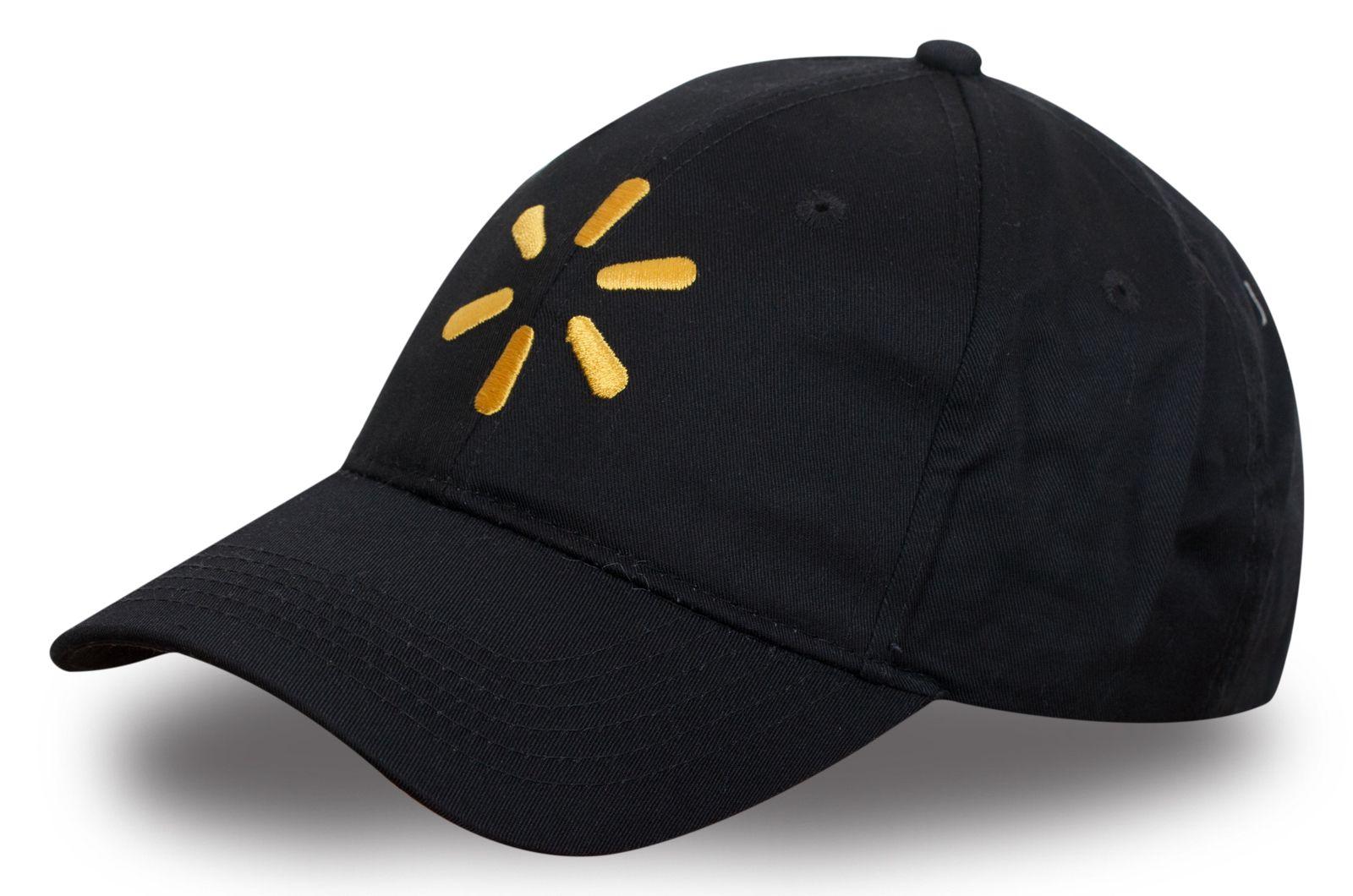 Черная бейсболка с яркой вышивкой