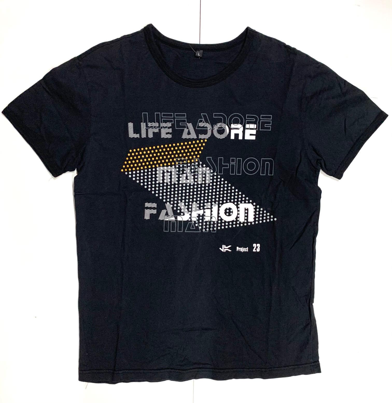Черная городская футболка с принтом