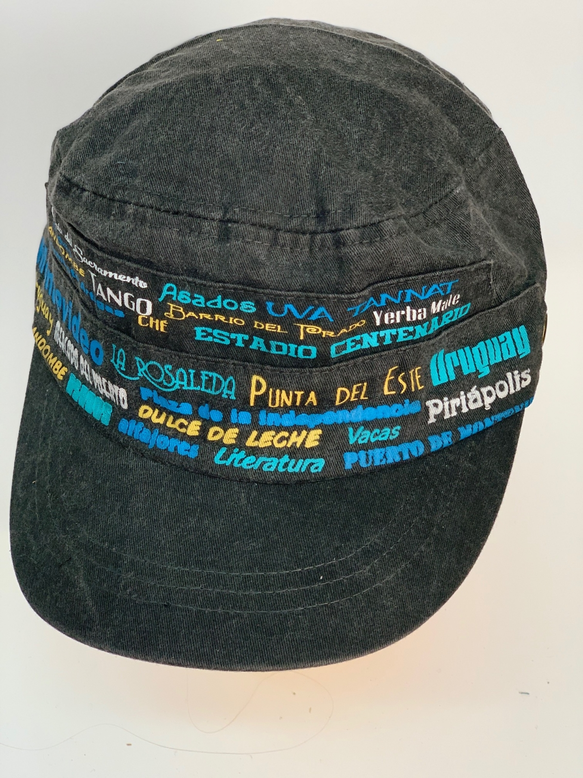 Черная кепка-немка с яркими надписями-принтами