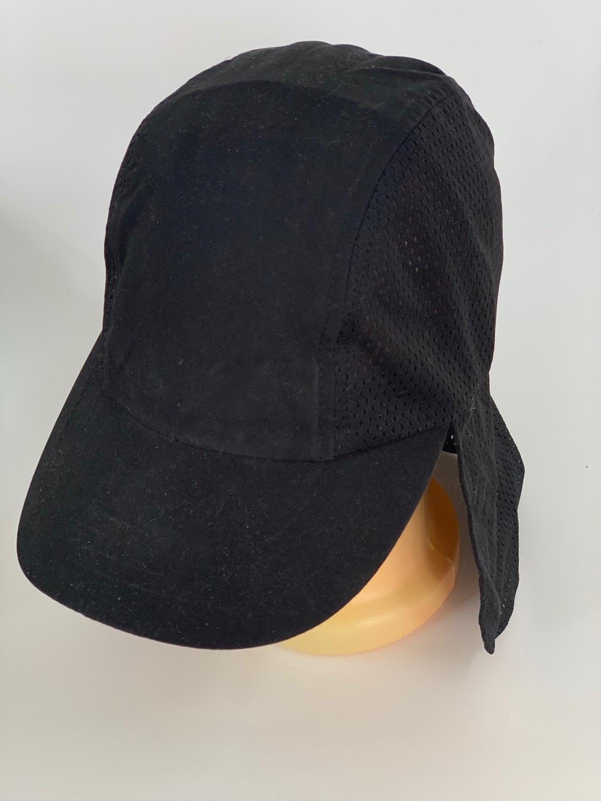 Черная кепка-пятипанелька со вставками из перфорированной ткани
