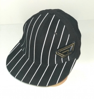 Черная кепка-реперка в контрастную белую полоску