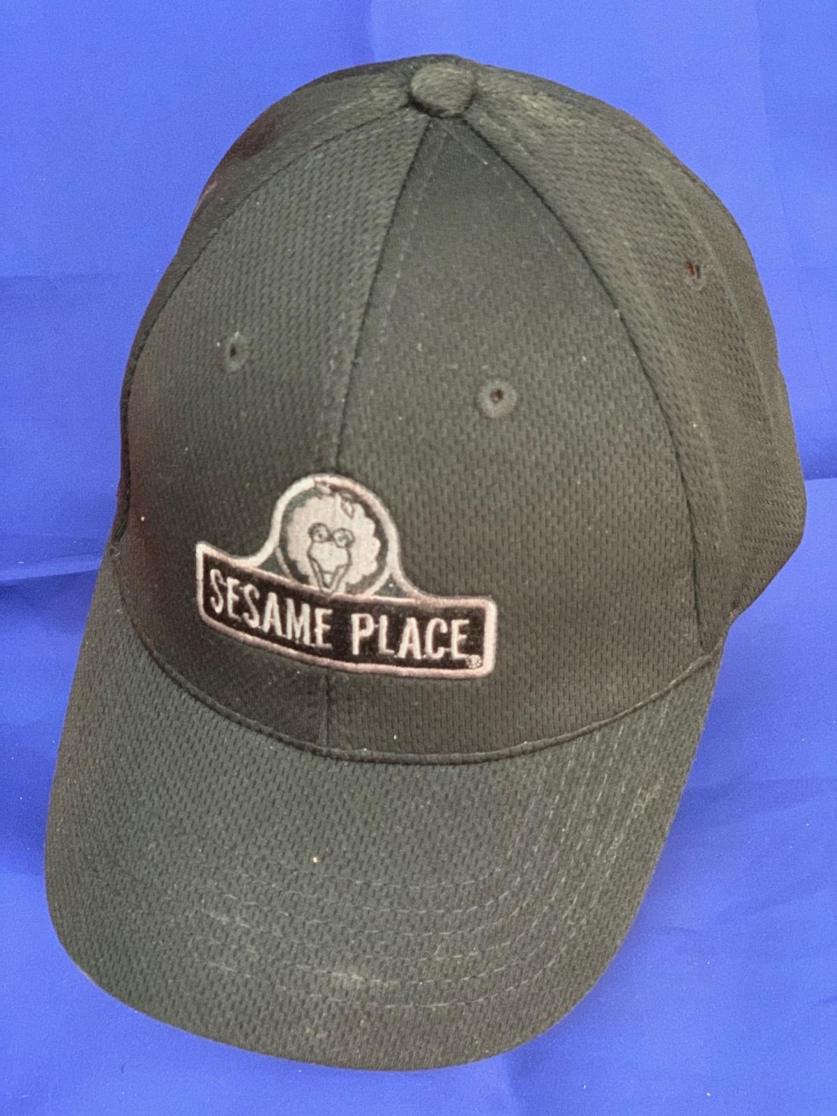 Черная кепка с принтом SESAME PLACE