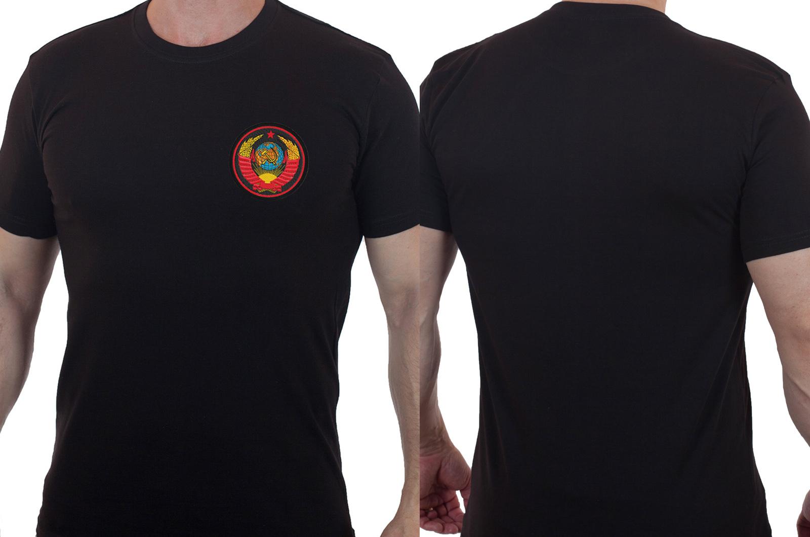 Черная лаконичная футболка с вышитым гербом СССР - купить с доставкой
