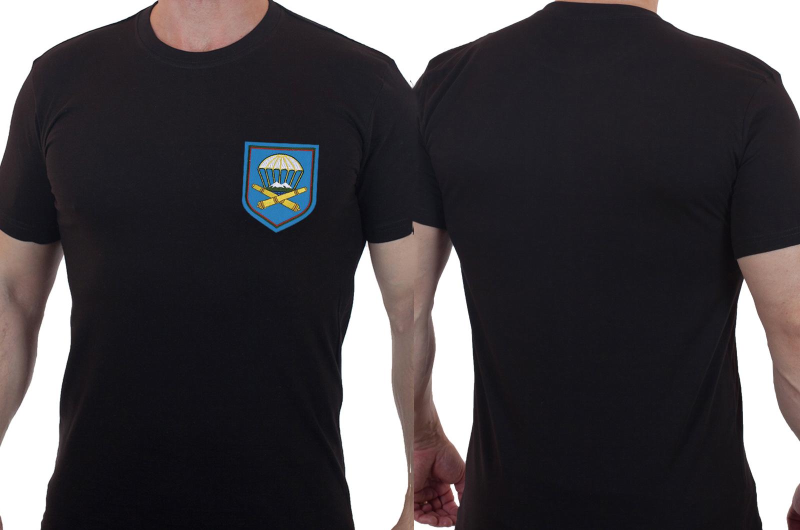 Черная мужская футболка с вышитым шевроном ВДВ 1141 Артполк 7 гв. ДШД - купить с доставкой