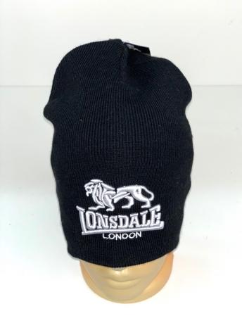 Черная шапка от Lonsdale